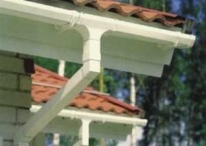 Как сделать отвод воды с крыши