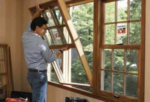 Как выполняется монтаж деревянных окон