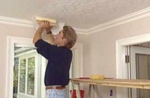 Наклейка обоев на потолок: все ли так просто?